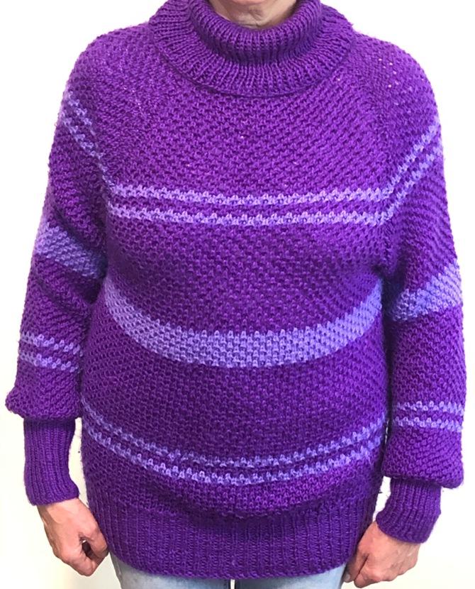 свитер фиолетовый вязаный